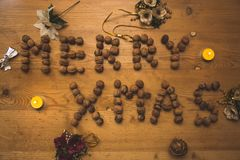 """ """"Merry de Xmas†de la gran inscripción del día de fiesta hecho de los cacahuetes Fotografía de archivo libre de regalías"""