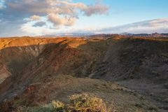 ¡ Ampère de Ð de deux voitures dans la distance sur le canyon images libres de droits