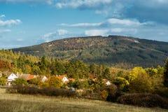 ¡ Autumn Hills PleÅ ivec in der Landschaft der Tschechischen Republik vom Dorf Felbabka stockbilder