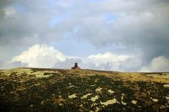 ¡ E de KrkonoÅ - les montagnes aménagent en parc avec le chalet Photographie stock libre de droits