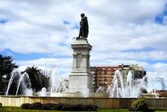¡ N el Bueno и орнаментальный фонтан Площади de GuzmÃ в ³ n LeÃ, Испании стоковое фото rf