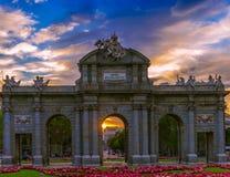 ¡ Puerta de Alcalà осенью стоковые фотографии rf