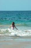 ¡Apenas yo y el mar! fotos de archivo