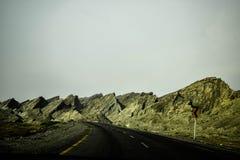 ¡Caminos hechos a través de las montañas! Fotos de archivo libres de regalías