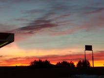 ¡El positivo de estar en el trabajo está mirando tan temprano la subida del sol! imagenes de archivo