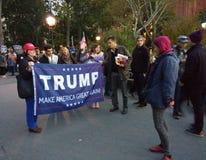 ¡El triunfo, hace América grande otra vez! , Washington Square Park, NYC, NY, los E.E.U.U. Imagen de archivo