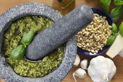 ¡Fabricación de Pesto! Fotografía de archivo libre de regalías