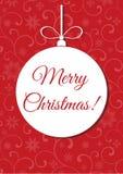¡Feliz Navidad! Bola de la Navidad en un fondo rojo con el modelo stock de ilustración