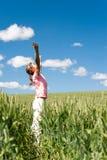 ¡Hacer frente al verano! Muchacha feliz joven inbreathing triunfo suave del verano Fotografía de archivo libre de regalías
