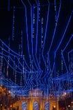 ¡Iluminado de Calle de Alcalà en la Navidad en Madrid imágenes de archivo libres de regalías