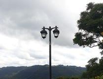 ¡lámparas altas, cerca del cielo! fotos de archivo