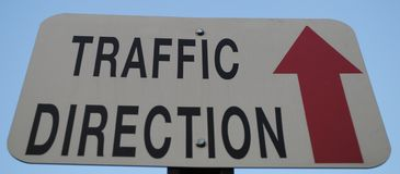¡La dirección de tráfico está solamente para arriba! imagen de archivo