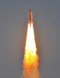 ¡LA LANZADERA DE ESPACIO DE LA NASA DESCUBRE EL LANZAMIENTO! Fotos de archivo