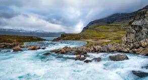 ¡Las cascadas de la tierra del hielo y del fuego!! Foto de archivo libre de regalías