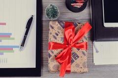 ¡Mas de la Feliz Navidad x y Feliz Año Nuevo! Alto de arriba antedicho fotos de archivo libres de regalías