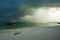 ¡Nubes de lluvia que se mueven adentro! Ko Samui, Tailandia. fotografía de archivo