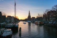 ¡Oudeschans anal de Ð en la puesta del sol en el centro de Amsterdam Fotografía de archivo libre de regalías