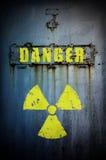 ¡Peligro! La radiación contaminó área. Fotos de archivo