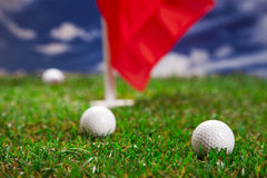 ¡Pelotas de golf en campo! Foto de archivo libre de regalías