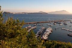 ¡Procida e isquiones - las islas hermosas en el golfo de Nápoles! fotografía de archivo