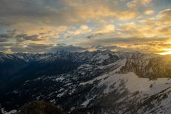 ¡Una gran salida del sol Himalayan! imagen de archivo