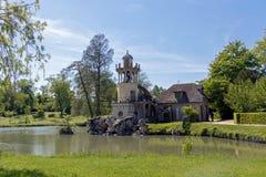 """¢s Hamlet, petit village de """"de ¬â de 'de Queenââ autour de grand lac au palais royal de Versailles à côté de petit Trianon images libres de droits"""