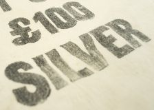 £100 silver printed on a vintage bank deposit cash / cloth money bag. £100 / one hundred pounds silver printed on a vintage bank deposit cash / cloth Stock Photography