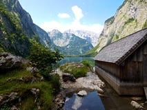 «Obersee «w niemieckich alps z drewnianym boathouse zdjęcia stock