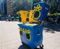 «Pogodny kosza system dźwiękowy w wheelie koszu jest przyszłością wisząca ozdoba dźwięk i rozrywka, Utylizowywa energię słoneczną zdjęcie stock
