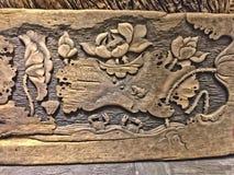 1° maggio 2018, ZIYUN PARCO CULTURALE e CREATIVO di QINGNIAO dell'EXPO, CITTÀ di KUNMING, il YUNNAN, CINA Vecchio sculture di leg fotografia stock libera da diritti