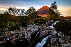 ² r Buachaille Etive MÃ, Глен Etive, северо-запад Шотландии стоковые фото