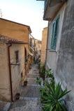 ¹ de CefalÃ, Italie, Sicile le 16 août 2015 Les allées du ¹ de Cefalà Image libre de droits