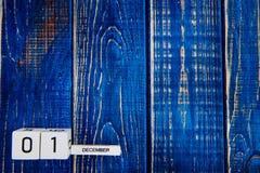 1º de dezembro dia 1 do mês, calendário no fundo azul Tempo de inverno Imagem de Stock