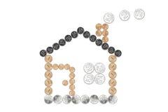 ¿Casa hecha?? de monedas Imagen de archivo libre de regalías