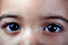 ¿Niño? ojos de s Foto de archivo