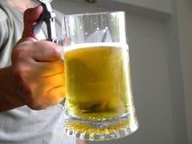 ¿Quiera un poco de cerveza? Imagen de archivo libre de regalías