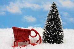 ¿Santa? trineo de s con el árbol Fotos de archivo libres de regalías