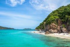 ฺBeautiful Błękitny Denny Koh Kham Tajlandia zdjęcie stock
