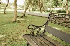 ฺฺBench en el parque Imagen de archivo libre de regalías