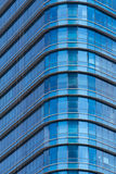 ฺà¸'Blue παράθυρα γυαλιού του σύγχρονου κτιρίου γραφείων Στοκ φωτογραφία με δικαίωμα ελεύθερης χρήσης