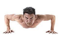 40 à 45 années adaptent l'homme que faire soulèvent la routine de forme physique de formation de séance d'entraînement avec le co Photographie stock libre de droits