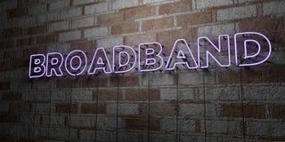 À BANDE LARGE - Enseigne au néon rougeoyant sur le mur de maçonnerie - 3D a rendu l'illustration courante gratuite de redevance Photographie stock