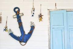 à¸'blue Anker und hellblaues Fenster Stockfotografie