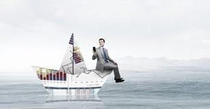 À bord du bateau de papier Media mélangé Photographie stock