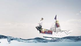 À bord du bateau de papier Media mélangé Images stock