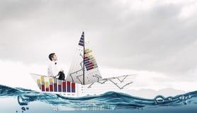 À bord du bateau de papier Media mélangé Images libres de droits