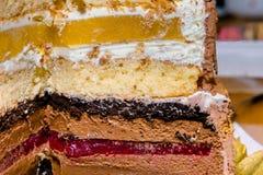 À gradins de gâteau bourré de la gelée de fruit photo libre de droits