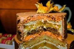 À gradins de gâteau bourré de la gelée de fruit images stock