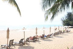 à¸'Holiday在海滩在夏天在华欣,泰国 免版税库存照片