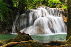 à ¹ ‡ Huaymaekamin-Wasserfall in Kanchanaburi, Thailand Lizenzfreie Stockbilder